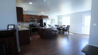 04 dining kitchen